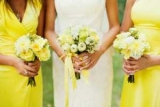 Невеста заставила подружек изменить внешний вид ради свадьбы и сандалии