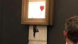 Картину Бэнкси имеют самоуничтожения после продажи на аукционе Sotheby's