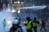 Российский журналист искал отношения России с протестами во Франции и получил