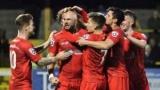 Клуб шестого отдела поиск по Twitter вратаря и полузащитника игре Кубка Англии
