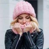 Вязаный боди шапки: как и с чем носить?